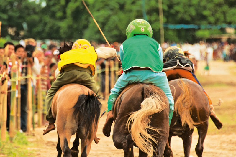 Lombok's Little Jockeys – Bareback and Barefoot